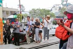 Newly-opened coffee shops on Hanoi railway closed
