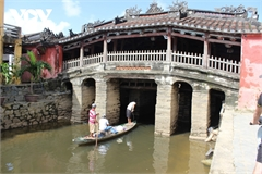 Floods worsen Hoi An iconic bridge's deterioration