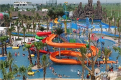 Hanoians seek heat relief at newly-opened water park