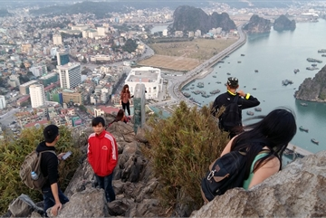 Escalator installation considered for Ha Long mountain