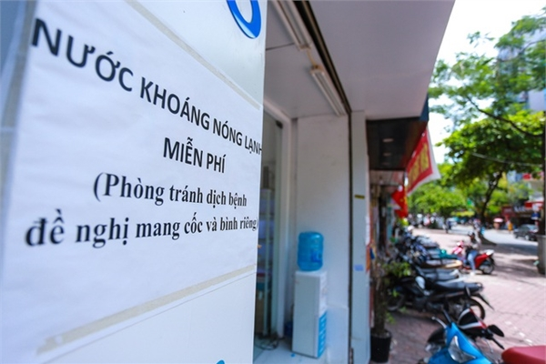 Free water taps help to relieve Hanoi scorching heat