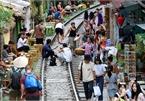 Hanoi railway becomes tourist destination despite dangers