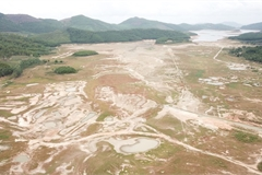 Quang Ninh's largest freshwater lake dries up