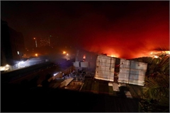 Fire engulfs Hanoi light source firm