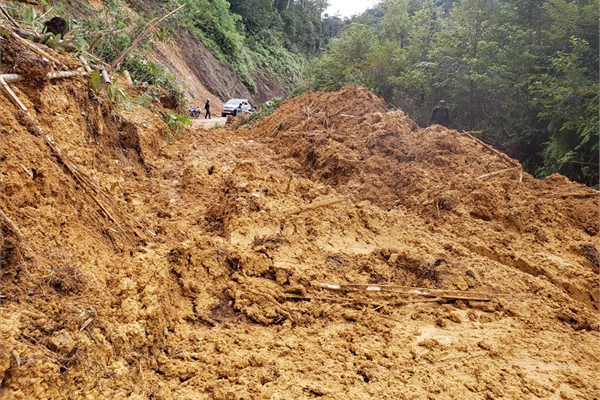 Hundreds of households in Quang Nam isolated due do landslides