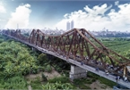 Visitors flock to Long Bien Bridge after popular railway off