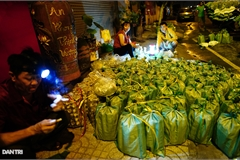Insect market in HCM City attracts visitors