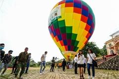 Hot air balloon service launched at Ba Vi National Park