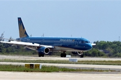 Vietnamese flight attendant detained for smuggling