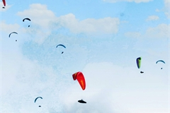 Lai Chau holds Open Putaleng Paragliding Tournament 2020