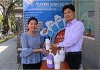 Hue lecturer makes free hand sanitiser to fight coronavirus outbreak