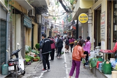Hanoi Old Quarter shops enforce social distancing