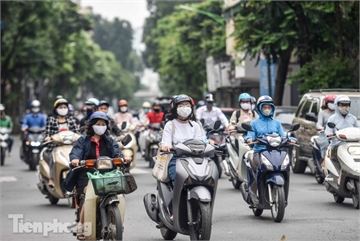 Hanoi shops start to reopen as social distancing period nears end
