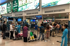 Tan Son Nhat Airport receives more passengers after social distancing relaxed