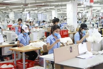 VN enterprises face shortage of workers after easing of social distancing measures