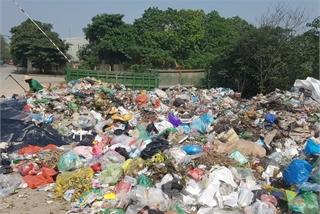 Hundreds of households in Hanoi suffer from overloaded dumping site