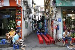 Bustling life in Hanoi alleyways