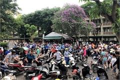 Vietnamese parents spend huge money on students' cram schools