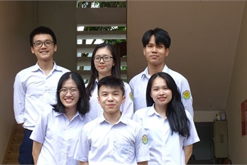 Lao Cai students offered nearly $900,000 in scholarships