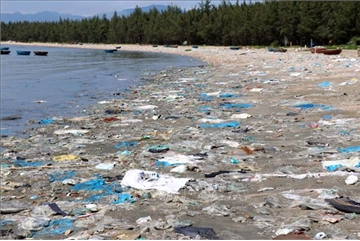 Quang Nam Beach covered in rubbish
