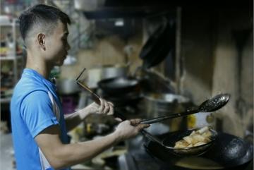 Football late-night snacks bring huge money to restaurants