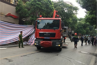 One rescued after house walls collapse in Hanoi