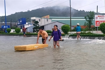 Phu Quoc streets ruined after flood