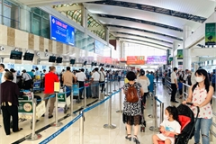 Noi Bai Airport busy as domestic travel resumed