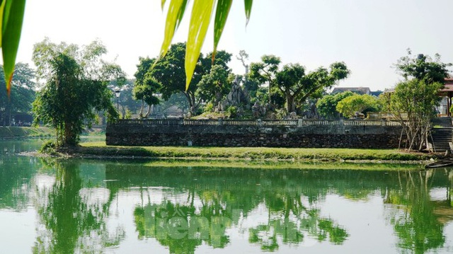Free entry to famous Hue lake