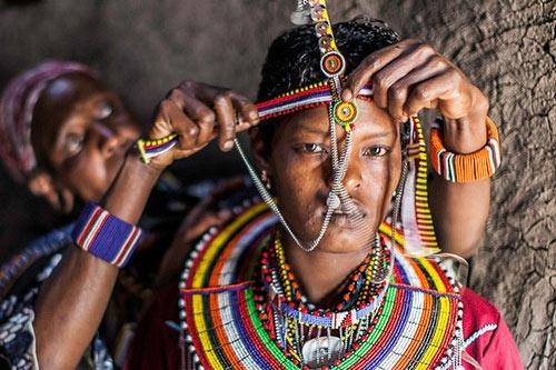 Ở Kenya, lễ cưới của người Massai có phần kỳ quặc