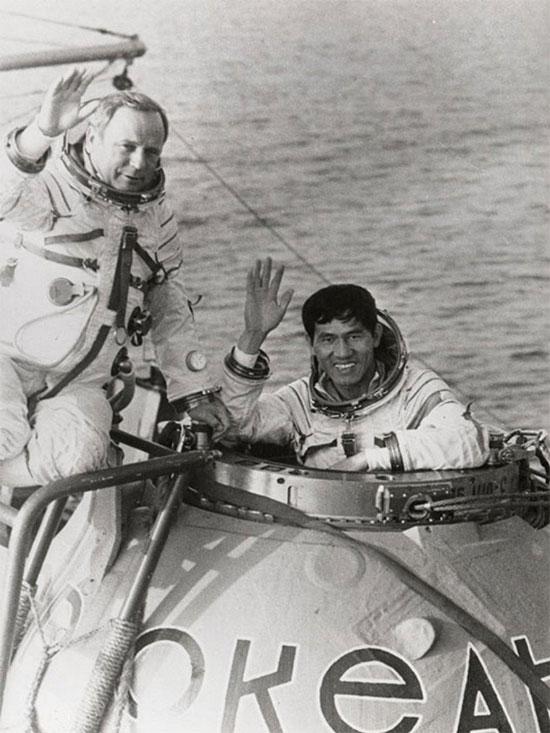 Phạm Tuân và Gorbatko trong quá trình tập luyện.