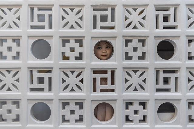 Nhà trong hẻm lột xác thành không gian sống vạn người mê ở Sài Gòn - Hình 5