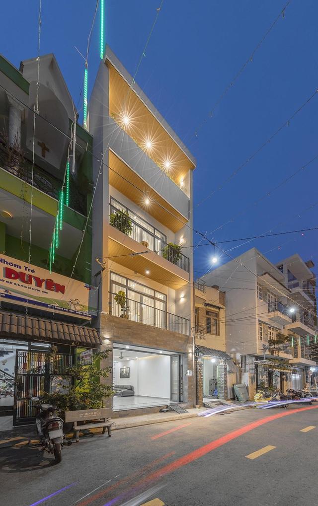 Nhà trong hẻm lột xác thành không gian sống vạn người mê ở Sài Gòn - Hình 3