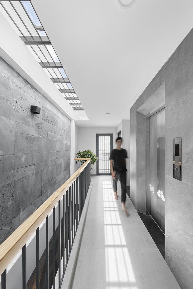 Nhà trong hẻm lột xác thành không gian sống vạn người mê ở Sài Gòn - Hình 11