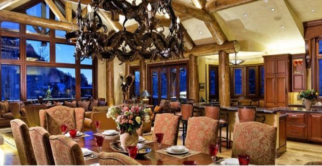 Biệt thự gỗ 45 triệu USD giữa rừng tuyết đẹp như cổ tích - Hình 4