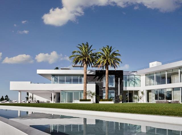 Hình ảnh bên trong căn nhà rộng nhất thế giới sau 8 năm xây bí mật - Hình 2