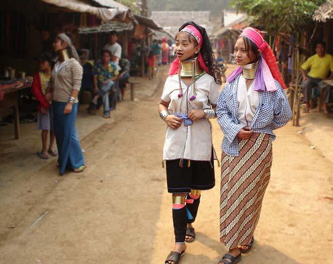 Gặp gỡ những người phụ nữ cổ dài cuối cùng ở Thái Lan - 7