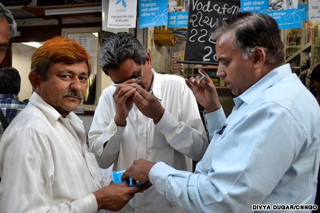 Khu chợ bên ngoài nghèo nàn, bên trong buôn bán kim cương như bán rau - 11