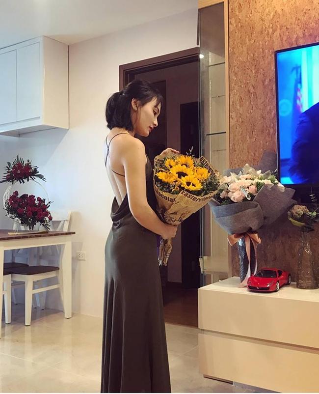 Dù không trang trí cầu kì hay xa hoa nhưng có thể thấy mọi món đồ nội thất trong nhà đều được cô lựa chọn tỉ mỉ với phong cách hiện đại, thanh lịch và tiện nghi.
