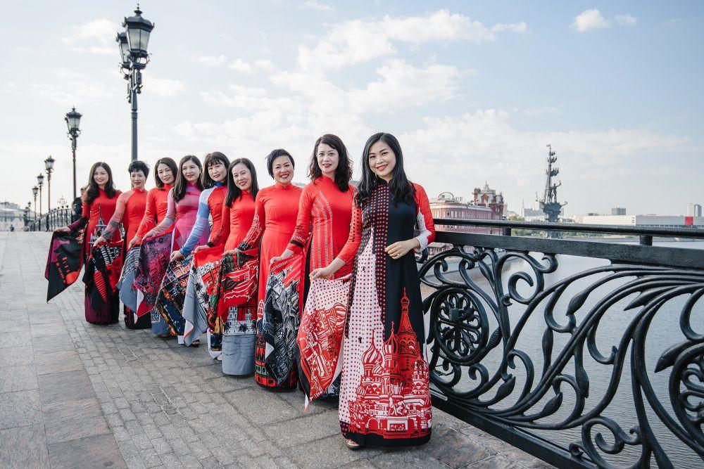 Rạng rỡ áo dài Việt trước cung điện Kremlin - 6