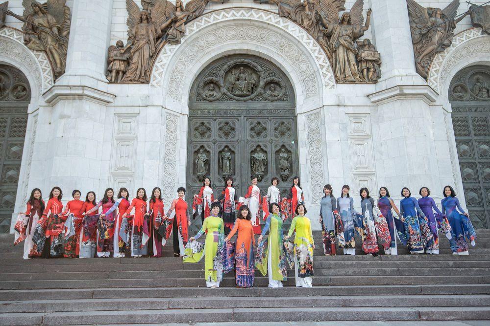 Rạng rỡ áo dài Việt trước cung điện Kremlin - 4