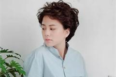 Fan phát hiện em út Dương 'Về nhà đi con' ngoài đời hát rất hay, biết đàn piano