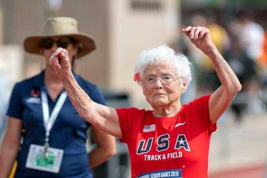 Cụ bà 103 tuổi vô địch thi chạy, gây bão trên mọi đường đua - 1