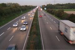 Đường Autobahn cũng có giới hạn tốc độ