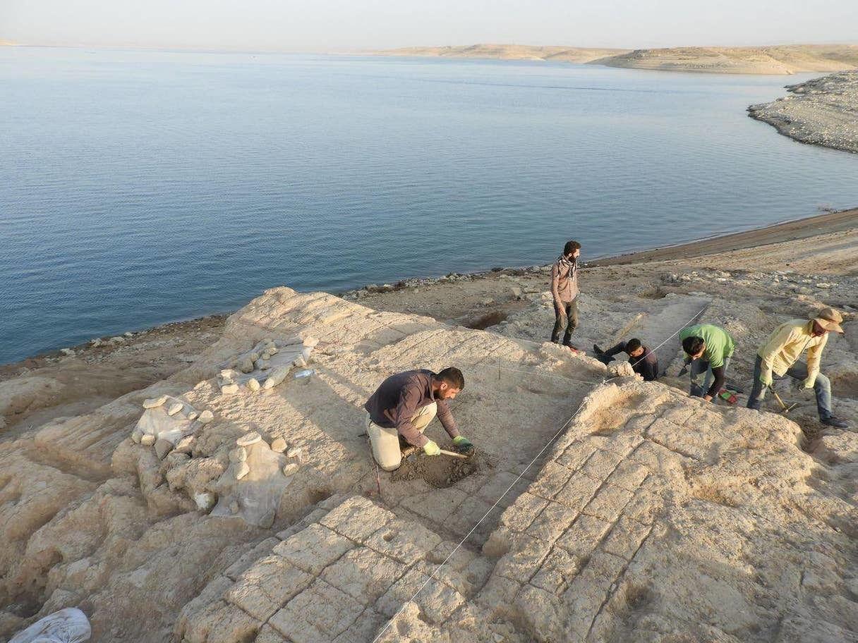 Cung điện bí ẩn từ thời cổ đại đột nhiên xuất hiện ở hồ nước sau hạn hán - 2