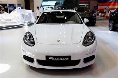 99 chiếc Porsche Panamera tại Việt Nam bị lỗi chập điện