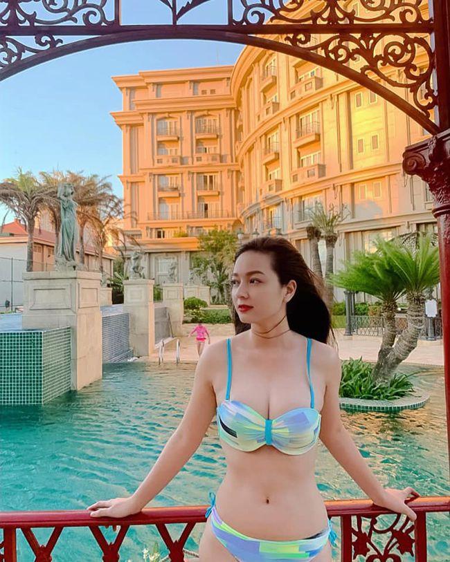 Cô gái mặc áo dài đẹp như Mai Phương Thúy khi diện bikini lại bốc lửa không ngờ - 15