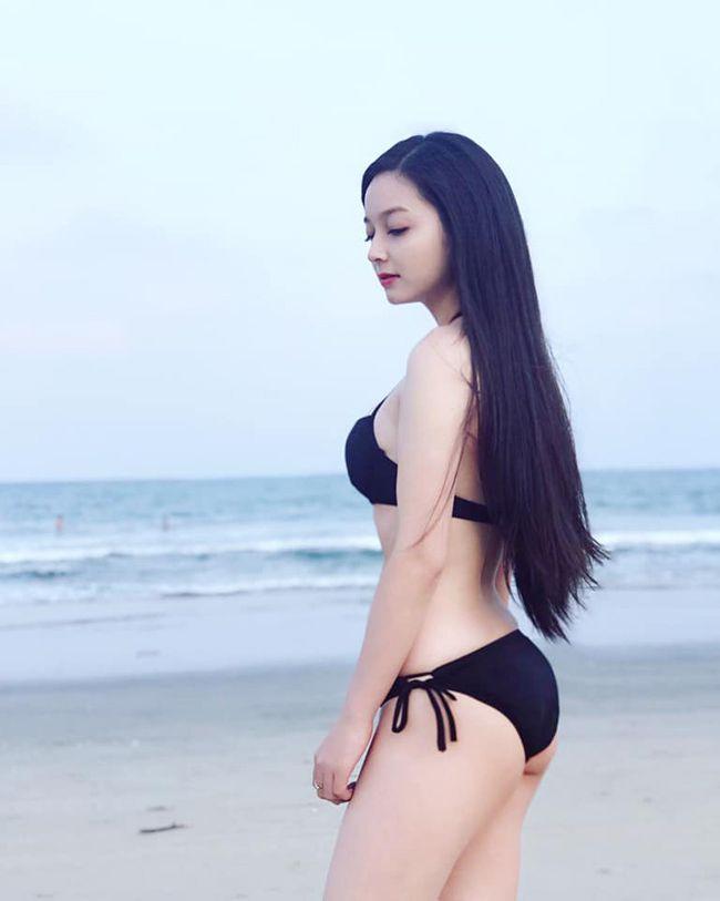 Cô gái mặc áo dài đẹp như Mai Phương Thúy khi diện bikini lại bốc lửa không ngờ - 17
