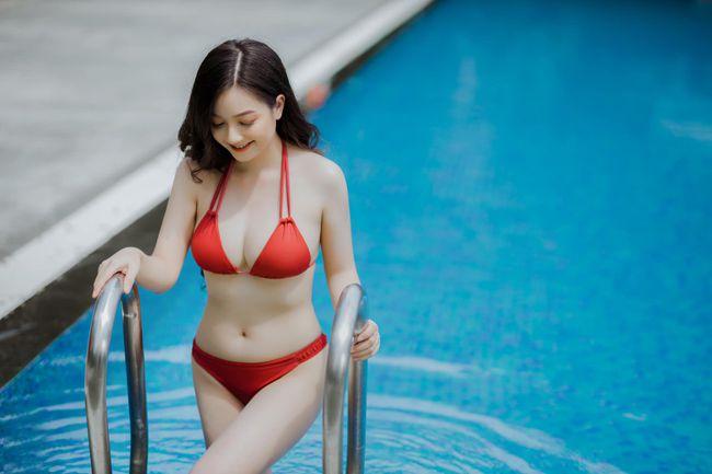 Cô gái mặc áo dài đẹp như Mai Phương Thúy khi diện bikini lại bốc lửa không ngờ - 4