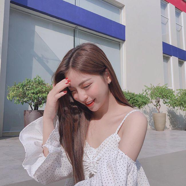 Bạn gái Quang Hải mỗi lần xuất hiện lại khiến mọi người phải trầm trồ - 13